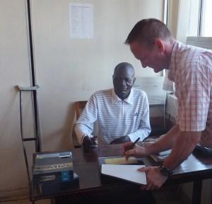 02 Tom Signing